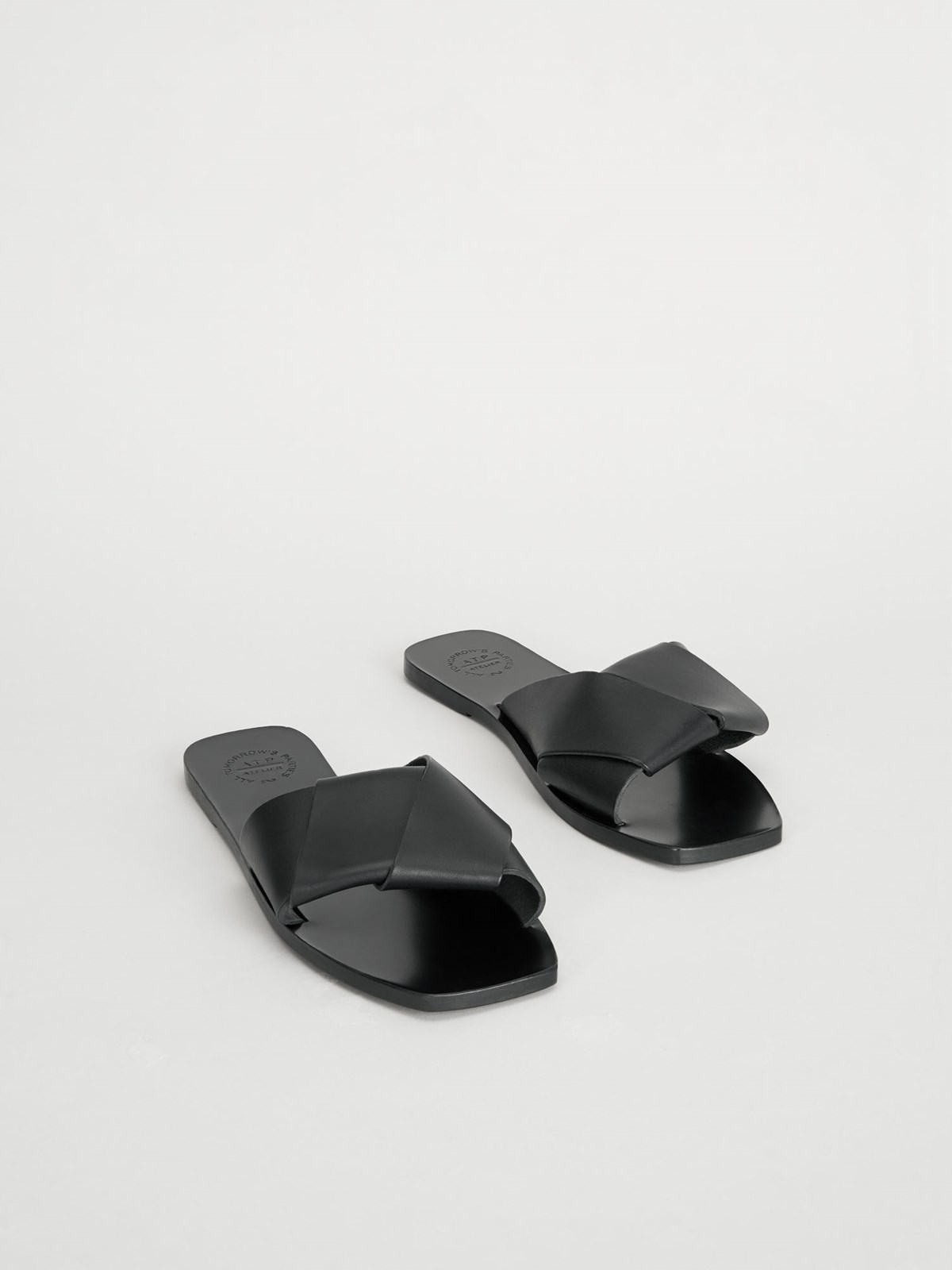 Carpari Black Flat Sandals