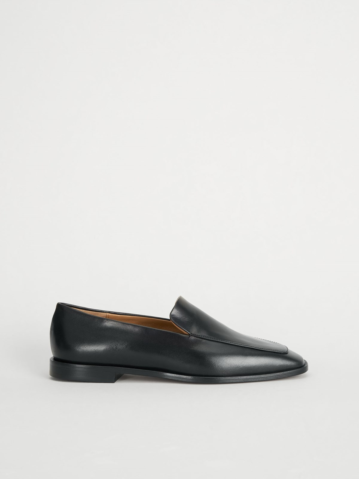 Loconia Black Loafers