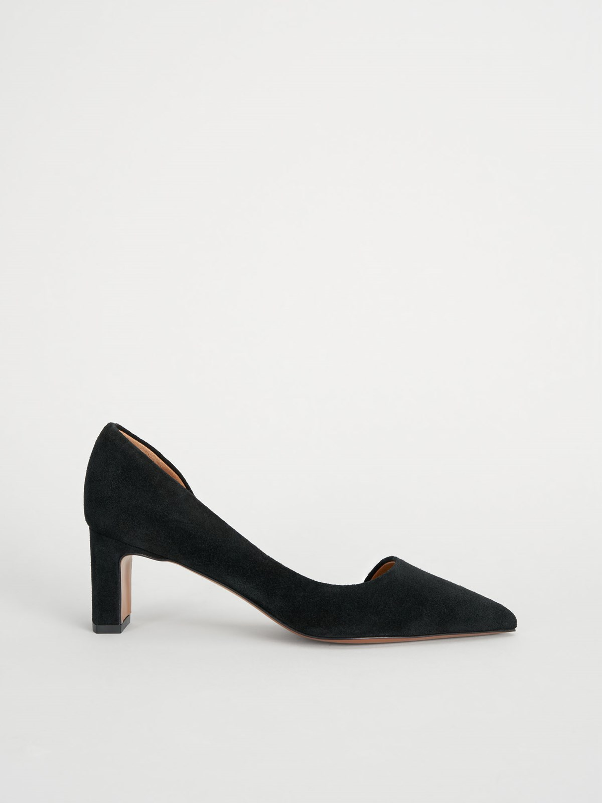 Carmiano Black Pumps